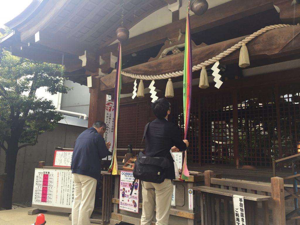 鳩森神社社殿参拝福田ゴンベイ